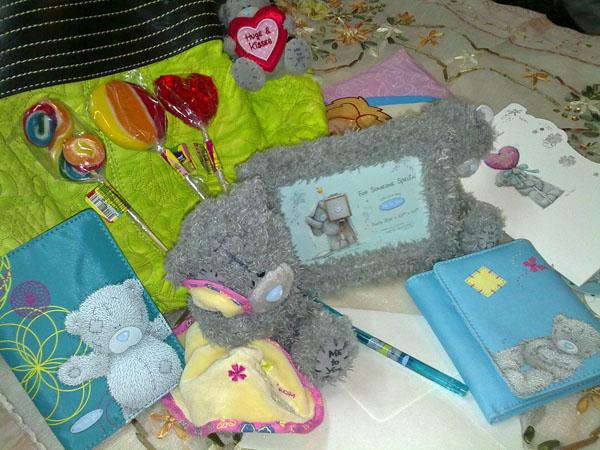 مرسی نیلویی، دیروز آقای پُست چی هدیه های خوشگلمُ آورد!! کلی می بوسمت